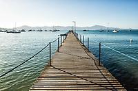 Trapiche na Praia de Canajurê. Florianópolis, Santa Catarina, Brasil. / Pier at Canajure Beach. Florianopolis, Santa Catarina, Brazil.