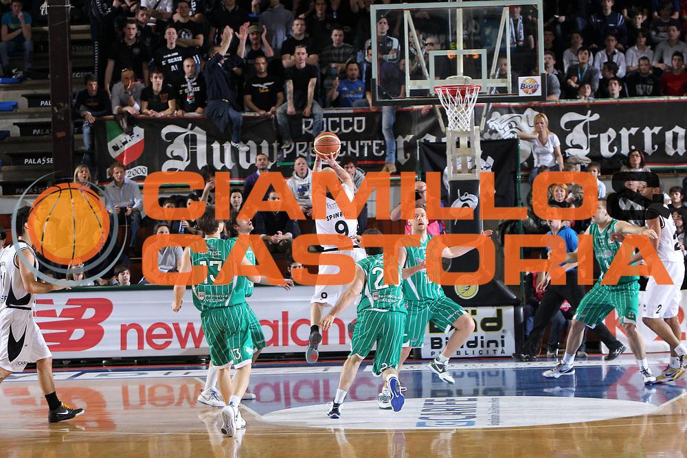 DESCRIZIONE : Ferrara Lega A 2009-10 Basket Carife Ferrara Air Avellino<br /> GIOCATORE : Valerio Spinelli<br /> SQUADRA : Carife Ferrara<br /> EVENTO : Campionato Lega A 2009-2010<br /> GARA : Carife Ferrara Air Avellino<br /> DATA : 14/03/2010<br /> CATEGORIA : Tiro<br /> SPORT : Pallacanestro<br /> AUTORE : Agenzia Ciamillo-Castoria/G.Contessa<br /> Galleria : Lega Basket A 2009-2010 <br /> Fotonotizia : Ferrara Campionato Italiano Lega A 2009-2010 Carife Ferrara Air Avellino<br /> Predefinita :