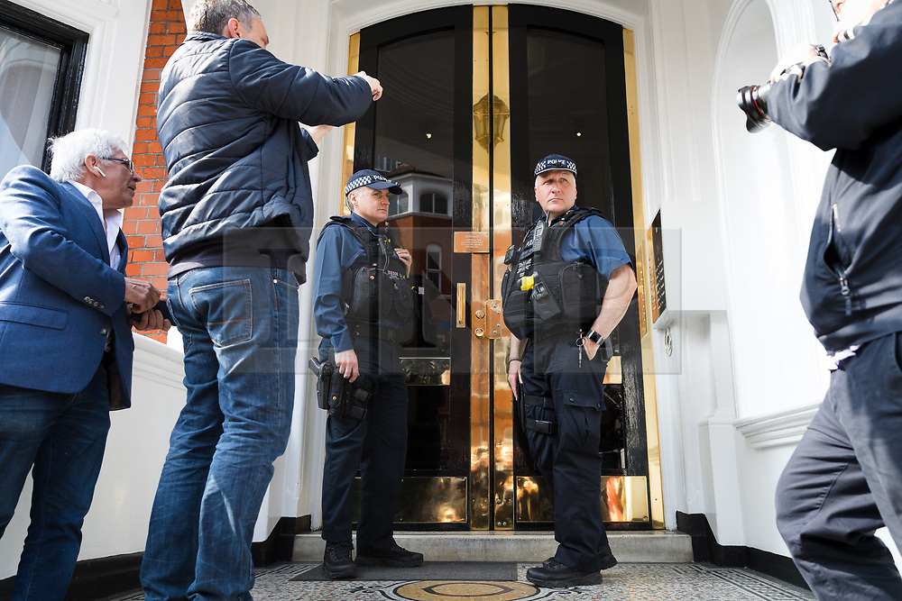 © Licensed to London News Pictures. 20/05/2019. London, UK.  Police arrive at the door outside the Ecuadorian embassy in London today. WikiLeaks have reported that Julian Assange's belongings from his time living in the Ecuadorian embassy in London will be handed over to US prosecutors today. Photo credit: Vickie Flores/LNP