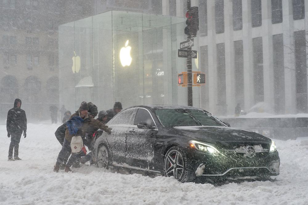 5th Avenue and 58th Street, New York, NY, January 23 2016. Photograph ©2016 Darren Carroll