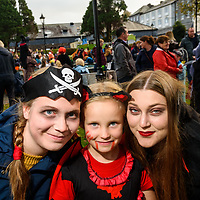 REPRO FREE<br /> Linda Utzel, Germany; Annie Bowman, Kinsale and Anne Bruegzeneier from Germany pictured at this years Kinsale Halloween parade.<br /> Picture. John Allen