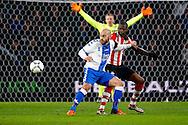 04-02-2016 VOETBAL:PSV-UTRECHT:BEKER:EINDHOVEN<br /> Ruud Boymans in duel met Nicolas Isimat-Mirin van PSV <br /> <br /> Foto: Geert van Erven