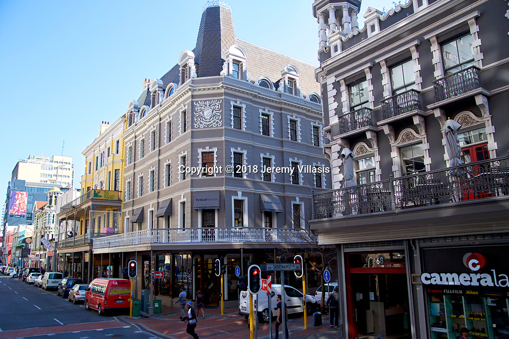 Long Street is famous for being  a bohemian hang out, lined with traditional Victorian and Cape Dutch-style buildings, as well as many book stores and ethnic restaurants and bars.