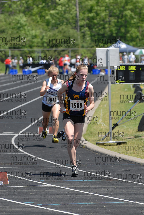 Hamilton, Ontario ---06/06/08--- Caitlin Evered of Sir Frederick Banting in London competes in the 4X100 meter relay at the 2008 OFSAA Track and Field meet in Hamilton, Ontario..Mark Butterwick