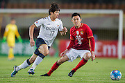 GUANGZHOU, CHINA - FEBRUARY 24:  Kang Sangwoo of Pohang Steelers (L) being followed by Li Xuepeng of Guangzhou Evergrande (L) during the Guangzhou Evergrande FC v Pohang Steelers match as part of the AFC Champions League 2016 at Guangzhou Tianhe Sport Center on February 24, 2016 in Guangzhou, China.  (Photo by Aitor Alcalde Colomer/Getty Images)