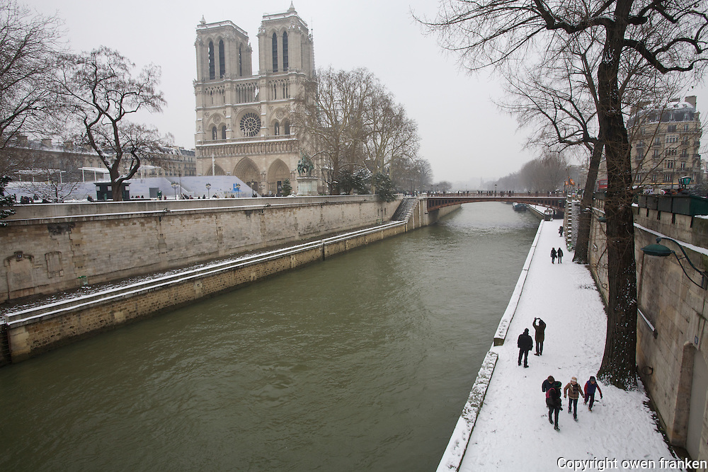 Paris in the snow, Jan 2013 - Notre Dame