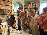 Pen Summer party. 128 Kensington Church St, Notting Hill, London 14 July 2010. -DO NOT ARCHIVE-© Copyright Photograph by Dafydd Jones. 248 Clapham Rd. London SW9 0PZ. Tel 0207 820 0771. www.dafjones.com.