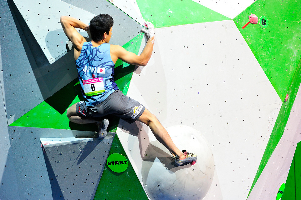 Rei Sugimoto (JPN) au bloc lors des Championnats du Monde d'escalade 2012, le 15 septembre 2012 au POPB.