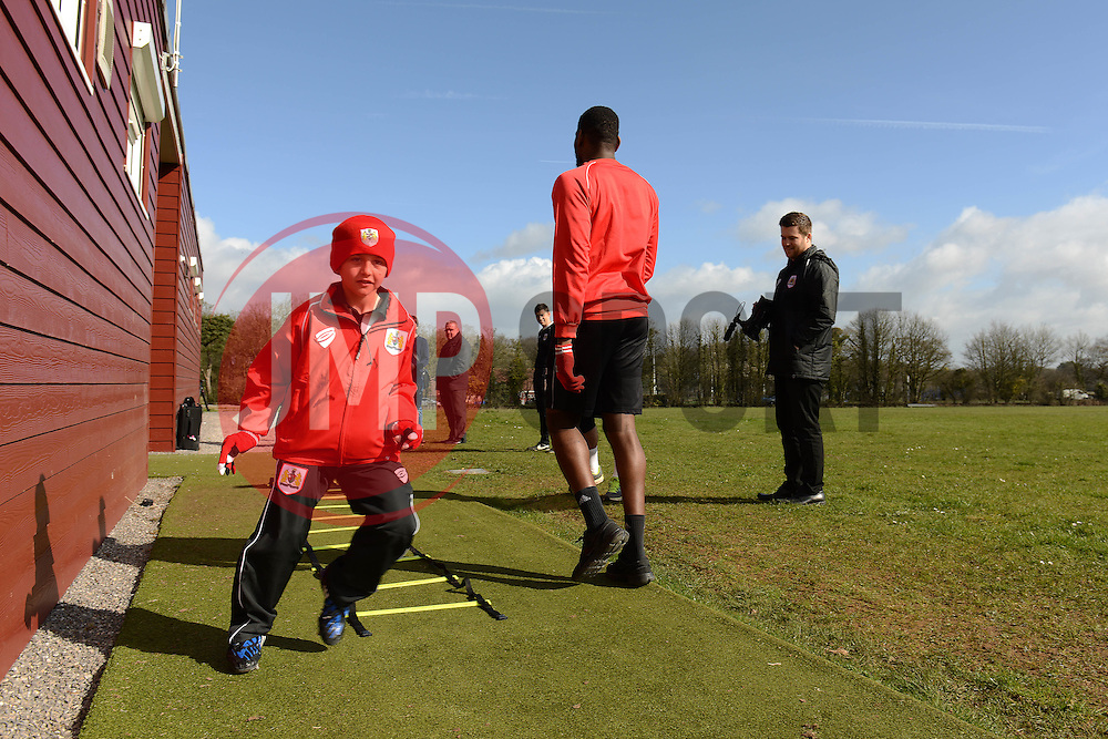 Connor warms up with the team - Photo mandatory by-line: Dougie Allward/JMP - Mobile: 07966 386802 - 01/04/2015 - SPORT - Football - Bristol - Bristol City Training Ground - HR Owen and SAM FM