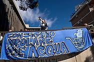 ROMA, ITALIA - 27 Ottobre: Il Consiglio Popolare dell'acqua e della democrazia occupa la sede della Marco Polo Srl : una &quot;join venture&quot; di proprieta Acea ( Azienda Comunale Energia e Ambiente) per chiedere una gestione partecipata dell'acqua e dei servizi pubblici  il 27 ottobre 2016 a Roma, Italia. Foto di Stefano Montesi<br /> <br /> ROMA, ITALY - OCTOBER 27:  The People's Council Water and democracy occupies the seat of Marco Polo Srl: a &quot;join venture&quot; owned ACEA (Municipal Energy and Environment Company) to ask  a participatory management of water and public services on October 27, 2016 in Rome, Italy.