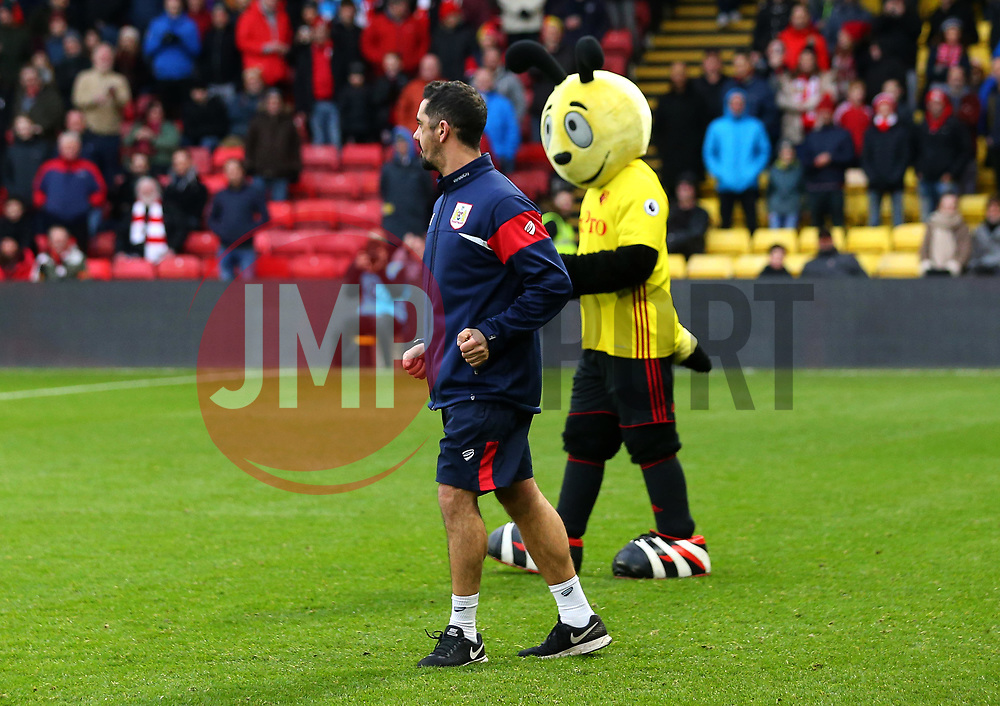 Bristol City legend and Kit Manager Scott Murray dances with Harry the Hornet, Watford's mascot - Mandatory by-line: Robbie Stephenson/JMP - 06/01/2018 - FOOTBALL - Vicarage Road - Watford, England - Watford v Bristol City - Emirates FA Cup third round proper