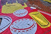 Chine, Hong Kong, Hong Kong Island, quartier de Wan Chai, peinture d'une theiere au sol // China, Hong-Kong, Hong Kong Island, Wan Chai, teapot painting