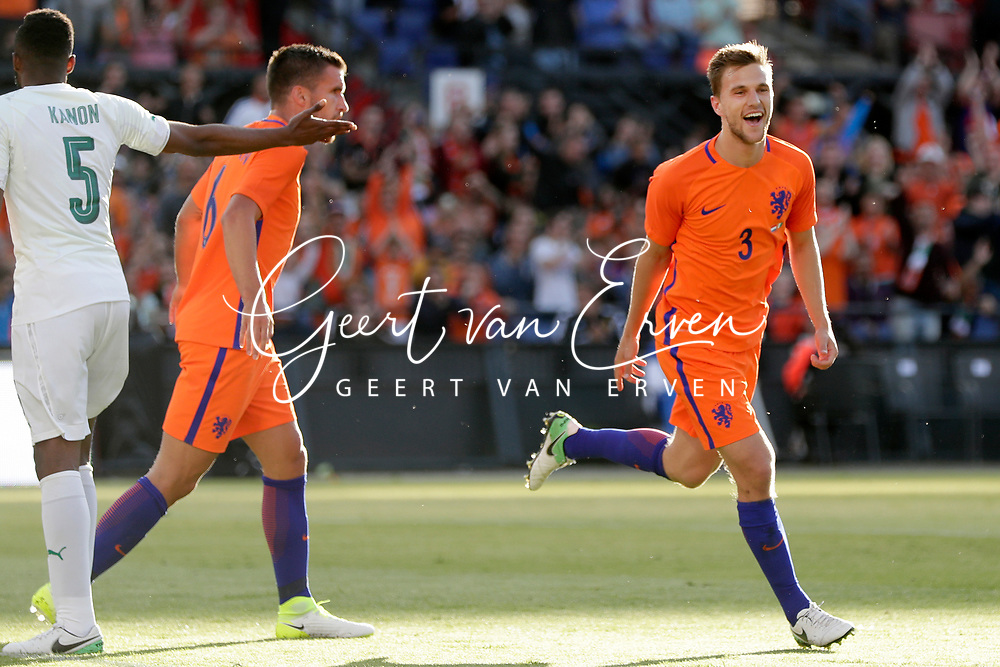 04-06-2017 VOETBAL:NEDERLAND-IVOORKUST:ROTTERDAM<br /> Oranje oefende tegen Ivoorkust vanavond in De Kuip<br /> <br /> Joel Veltman van Oranje (Ajax) viert zijn treffer en Wilfried Kanon van Ivoorkust is teleurgesteld <br /> Foto: Geert van Erven