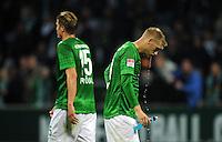 FUSSBALL   1. BUNDESLIGA   SAISON 2012/2013   4. SPIELTAG SV Werder Bremen - VfB Stuttgart                         23.09.2012        Sebastian Proedl und Aaron Hunt (re, beide SV Werder Bremen) sind nach dem Abpfiff enttaeuscht