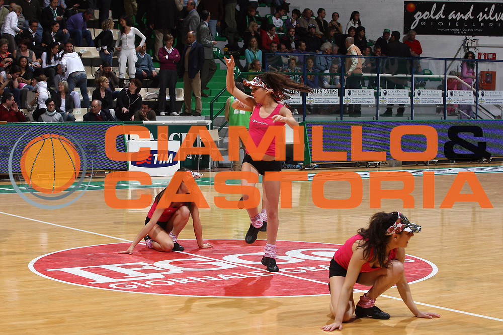 DESCRIZIONE : Siena Lega A 2008-09 Montepaschi Siena Air Avellino<br /> GIOCATORE : Cheerleaders<br /> SQUADRA : Montepaschi Siena <br /> EVENTO : Campionato Lega A 2008-2009<br /> GARA : Montepaschi Siena Air Avellino<br /> DATA : 22/04/2009<br /> CATEGORIA : Cheerleaders<br /> SPORT : Pallacanestro<br /> AUTORE : Agenzia Ciamillo-Castoria/G.Ciamillo
