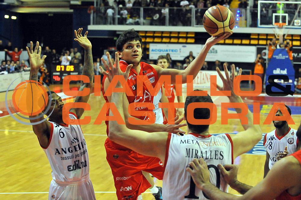 DESCRIZIONE : Biella Lega A 2011-12 Angelico Biella EA7 Emporio Armani Milano<br /> GIOCATORE : Alessandro Gentile<br /> SQUADRA :  EA7 Emporio Armani Milano<br /> EVENTO : Campionato Lega A 2011-2012 <br /> GARA : Angelico Biella  EA7 Emporio Armani Milano<br /> DATA : 15/01/2012<br /> CATEGORIA : Penetrazione Tiro<br /> SPORT : Pallacanestro <br /> AUTORE : Agenzia Ciamillo-Castoria/ L.Goria<br /> Galleria : Lega Basket A 2011-2012 <br /> Fotonotizia : Biella Lega A 2011-12  Angelico Biella EA7 Emporio Armani Milano<br /> Predefinita :