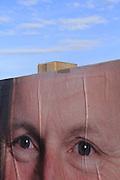 NIMM MICH! Elections / Wahlen! Bientôt ça sera à nouveau bon pour 4 ans: fini toute cette publicité mensongère, ces têtes en l'air, voisins de passage si sympa.... Bald ist es zum Glück mal wieder vorbei für 4 Jahre: fertig lustig - und keine Lügenmärchen mehr! © Romano P. Riedo / fotopunkt.ch