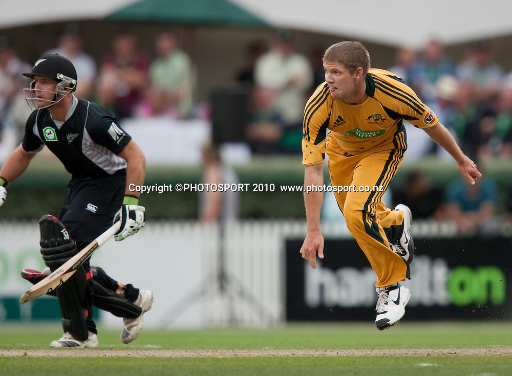James Hopes bowls as Gareth Hopkins looks on during the third one day Chappell Hadlee cricket series match between New Zealand Black Caps and Australia at Seddon Park, Hamilton, New Zealand. Tuesday 9 March 2010. Photo: Stephen Barker/PHOTOSPORT