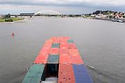 Nederland, Nijmegen, 8-8-2007..Een binnenvaartschip met containers vaart over de rivier de Waal langs de stad Nijmegen. Vervoer,transport over water...Foto: Flip Franssen/Hollandse Hoogte