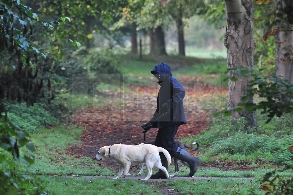 © Licensed to London News Pictures 20/10/2018<br /> SIDCUP,UK.<br /> A dog walker wrapped up warm.<br /> A cold autumnal mist at Footscray Meadows this morning in Sidcup.<br /> Photo credit: Grant Falvey/LNP