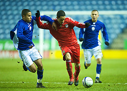 LEICESTER, ENGLAND - Tuesday, January 12, 2010: Liverpool's Thomas Ince in action against Leicester City's Nathan Hicks during the FA Youth Cup 4th Round match at the Walkers Stadium. (Photo by David Rawcliffe/Propaganda)