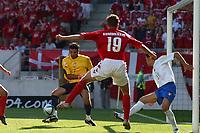 Fotball<br /> Euro 2004<br /> 14.06.2004<br /> Foto: Dppi/Digitalsport<br /> NORWAY ONLY<br /> <br /> Danmark v Italia<br /> <br /> GIANLUIGI BUFFON (ITA) / DENNIS ROMMEDAHL (DEN)