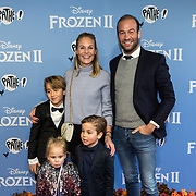 NLD/Amsterdam/20191116 - Filmpremiere Frozen II, Kimberley Klaver en partner Michel van den Bergh