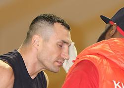 10.11.2015, Stanglwirt, Going, AUT, Wladimir Klitschko, Training, Kampfvorbereitung gegen Tyson Fury (GBR), im Bild Wladimir Klitschko und sein Trainer Jonathon Banks, Wladimir Klitschko and his coach Jonathon Banks during a training session before his fight against Tyson Fury (GBR) at the Stanglwirt in Going, Austria on 2015, 11, 10. EXPA Pictures © 2015, PhotoCredit: EXPA, Martin Huber