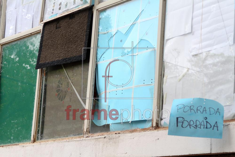 Campinas, SP -Invasão da Reitoria da Unicamp - Janelas foram quebradas por invasores - 04/10/2013 - Luciano Claudino/Frame