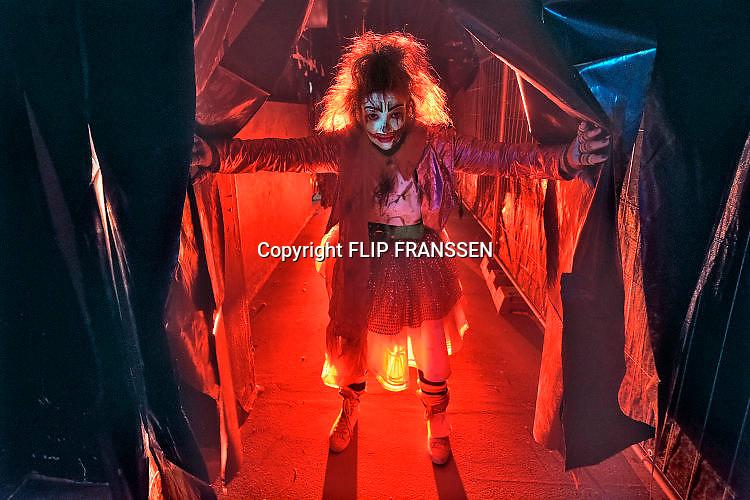 Nederland, Nijmegen, 27-10-2017In de Laserloods van de Honig is het Halloween weekend. Bezoekers worden op een lange route door het oude fabrieksgebouw op geesten en spoken getracteerd.Foto: Flip Franssen