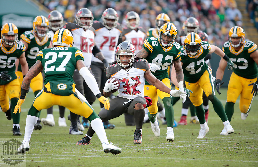 Tampa Bay Buccaneers running back Jacquizz Rodgers (32) on a 19-yard run in the 3rd quarter. <br /> The Green Bay Packers hosted the Tampa Bay Buccaneers at Lambeau Field in Green Bay,  Sunday, Dec. 3, 2017. The Packers won in 26-20 in Overtime.   STEVE APPS FOR THE STATE JOURNAL.