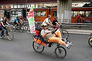 Roma 28 Maggio 20108..Critical Mass 2008..Coincidenza organizzata di ciclismo critico urbano.Rome May 28, 2008..Critical Mass 2008.Organized coincidence of critical urban cycling..