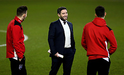 Bristol City head coach Lee Johnson chats with his players ahead of the Sky Bet Championship fixture against Leeds United - Mandatory by-line: Robbie Stephenson/JMP - 14/02/2017 - FOOTBALL - Elland Road - Leeds, England - Leeds United v Bristol City - Sky Bet Championship
