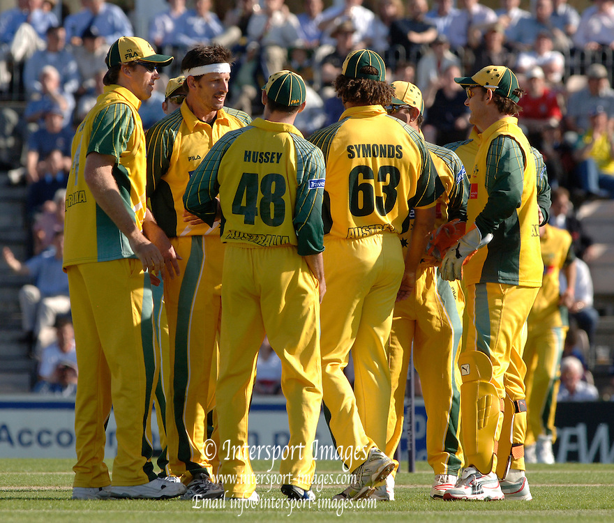 2005 Twenty/20 Cricket England vs Australia, The Rose Bowl, Southampton, Hampshire, ENGLAND 13.06.2005, Australia huddle after taking an England wicket..Photo  Peter Spurrier. .email images@intersport-images...