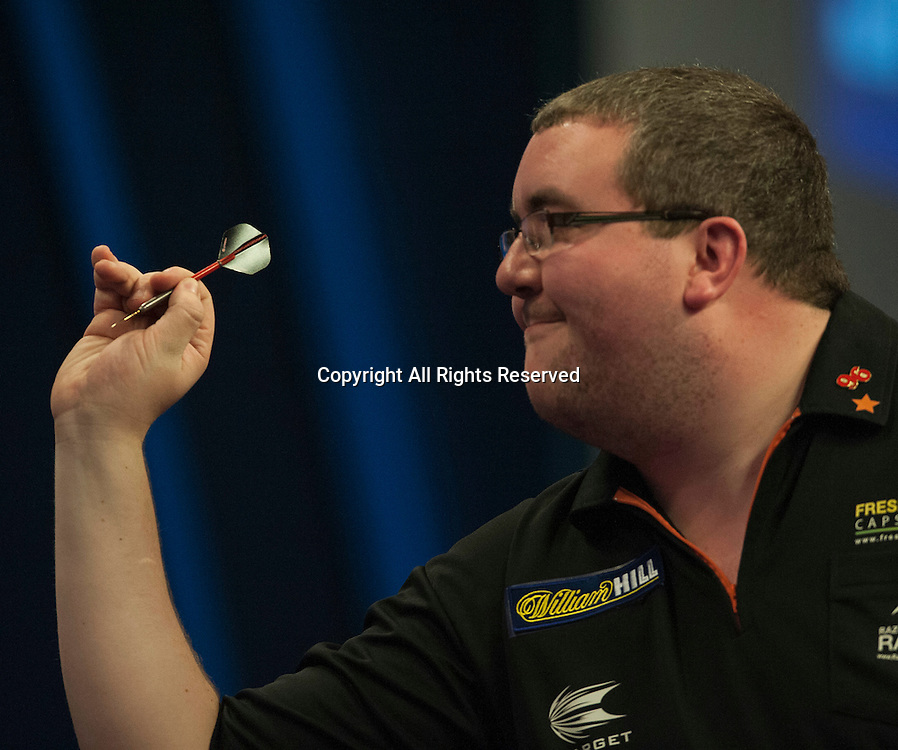 02.01.2014.  London, England.  William Hill PDC World Darts Championship.  Quarter Final Round.  Stephen Bunting (27) [ENG] in action during his game with Raymond van Barneveld (14) [NED].  Raymond van Barneveld won the match 5-4