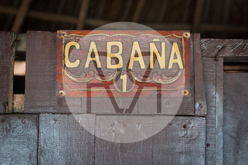 KOLUMBIEN - PARK TAYRONA - Tafel 'Cabana' in 'El Cabo de San Juan' im Tayrona Nationalpark -  08. April 2014 © Raphael Hünerfauth - http://huenerfauth.ch