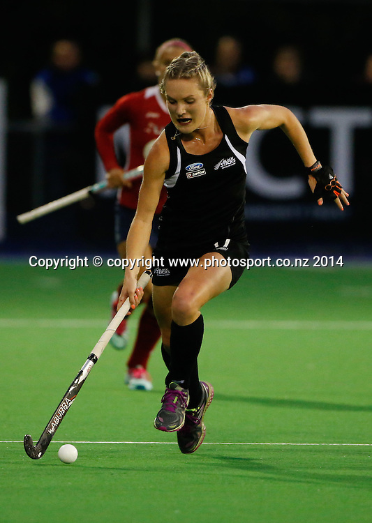 New Zealand's Sophie Cocks. Fourth test, New Zealand Black Sticks Women v USA women's international hockey, Twin Turfs , Palmerston North, New Zealand. Thursday, 23 October, 2014. Photo: John Cowpland / www.photosport.co.nz