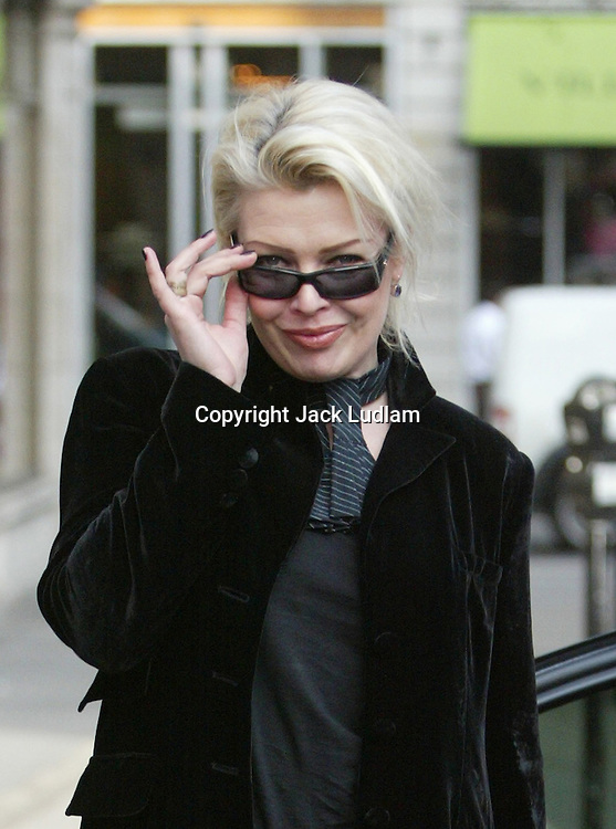 KIM WILDE IN LONDON ABOUT TO HAVE LUNCH WITH HER DAD High Quality Prints available ,please enquire via contact Page. Rights Managed Downloads available for Press and Media