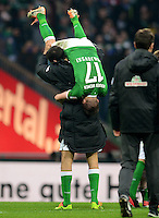 FUSSBALL   1. BUNDESLIGA   SAISON 2013/2014   23. SPIELTAG SV Werder Bremen - Hamburger SV                      01.03.2014 Franco Di Santo schultert nach dem Abpfiff Aleksandar Ignjovski (beide Hamburger SV)