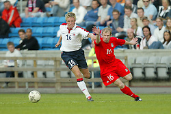 OSLO, NORWAY - Thursday, May 27, 2004:  Wales' Gareth Roberts and Norway's Jan Gunnar Solli  during the International Friendly match at the Ullevaal Stadium, Oslo, Norway. (Photo by David Rawcliffe/Propaganda)