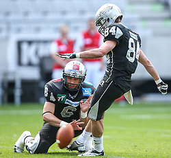 13.07.2013, Tivoli Stadion, Innsbruck, AUT, AFL Halbfinale, Swarco Raiders Tirol vs JCL Graz Giants, im Bild Kyle Callahan, (SWARCO Raiders Tirol, QB, #6) und Clemens Erlsbacher, (SWARCO Raiders Tirol, WR, #84) beim PAT // during the Austrian Football League semifinal game between Swarco Raiders Tirol and JCL Graz Giants at the Tivoli Stadion, Innsbruck, Austria on 2013/07/13. EXPA Pictures © 2013, PhotoCredit: EXPA/ Thomas Haumer