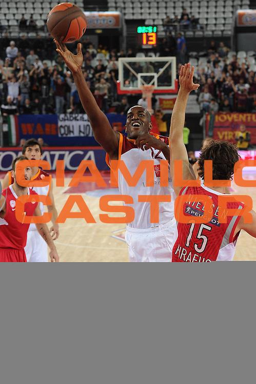 DESCRIZIONE : Roma Eurolega 2010-11 Lottomatica Virtus Roma Olympiacos Pireo Atene<br /> GIOCATORE : Ali Traore<br /> SQUADRA : Lottomatica Virtus Roma<br /> EVENTO : Eurolega 2010-2011<br /> GARA :  Lottomatica Virtus Roma Olympiacos Pireo Atene<br /> DATA : 17/11/2010<br /> CATEGORIA : Penetrazione Tiro<br /> SPORT : Pallacanestro <br /> AUTORE : Agenzia Ciamillo-Castoria/GiulioCiamillo<br /> Galleria : Eurolega 2010-2011<br /> Fotonotizia : Roma Eurolega Euroleague 2010-11 Lottomatica Virtus Roma Olympiacos Pireo Atene<br /> Predefinita :