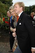 Zijne Hoogheid Prins Floris van Oranje Nassau, van Vollenhoven en mevrouw mr. A.L.A.M. Söhngen zijn zaterdag 22 oktober in de kerk van Naarden in het  huwelijk getreden. De prins is de jongste zoon van Prinses Magriet en Pieter van Vollenhoven.<br /> <br /> Church Wedding Prince Floris and Aimée Söhngen. <br /> <br /> Church Wedding Prince Floris and Aimée Söhngen in Naarden. The Prince is the youngest son of Princess Margriet, Queen Beatrix's sister, and Pieter van Vollenhoven. <br /> <br /> Op de foto / On the photo;<br /> <br /> <br /> <br /> Hare Koninklijke Hoogheid Prinses Máxima der Nederlanden<br /> en Zijne Koninklijke Hoogheid de Prins van Oranje <br /> <br /> Her royal highness princess Máxima of the The Netherlandsand Willem Alexander