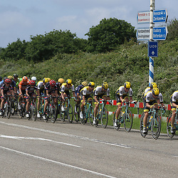 25-06-2016: Wielrennen: NK weg Profs: Ouddorp <br />OUDDORP (NED) wielrennen <br />Op het Zuid Hollandse eiland Goeree Overflakkee streden de profs om de Nederlandse titel. De Lotto-Jumbo trein zet zich op kop voor Dylan Groenewegen
