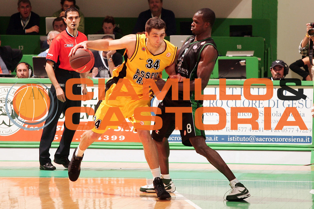 DESCRIZIONE : Siena Eurolega 2008-09 Montepaschi Siena Asseco Prokom<br /> GIOCATORE : Adam Hrycaniuk<br /> SQUADRA : Asseco Prokom<br /> EVENTO : Eurolega 2008-2009<br /> GARA : Montepaschi Siena Asseco Prokom<br /> DATA : 22/10/2008 <br /> CATEGORIA : Palleggio<br /> SPORT : Pallacanestro <br /> AUTORE : Agenzia Ciamillo-Castoria/P.Lazzeroni