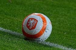 04-06-2014 NED: Vriendschappelijk Nederland - Wales, Amsterdam<br /> Nederland wint met 2-0 van Wales / bal weggevertje KNVB handtekeningen