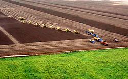 Sapezal, MT, Brasil     17/Marco/1997.Colheita mecanizada de soja./ Soya Bean Harvest..Foto Claudio Rossi/Argosfoto