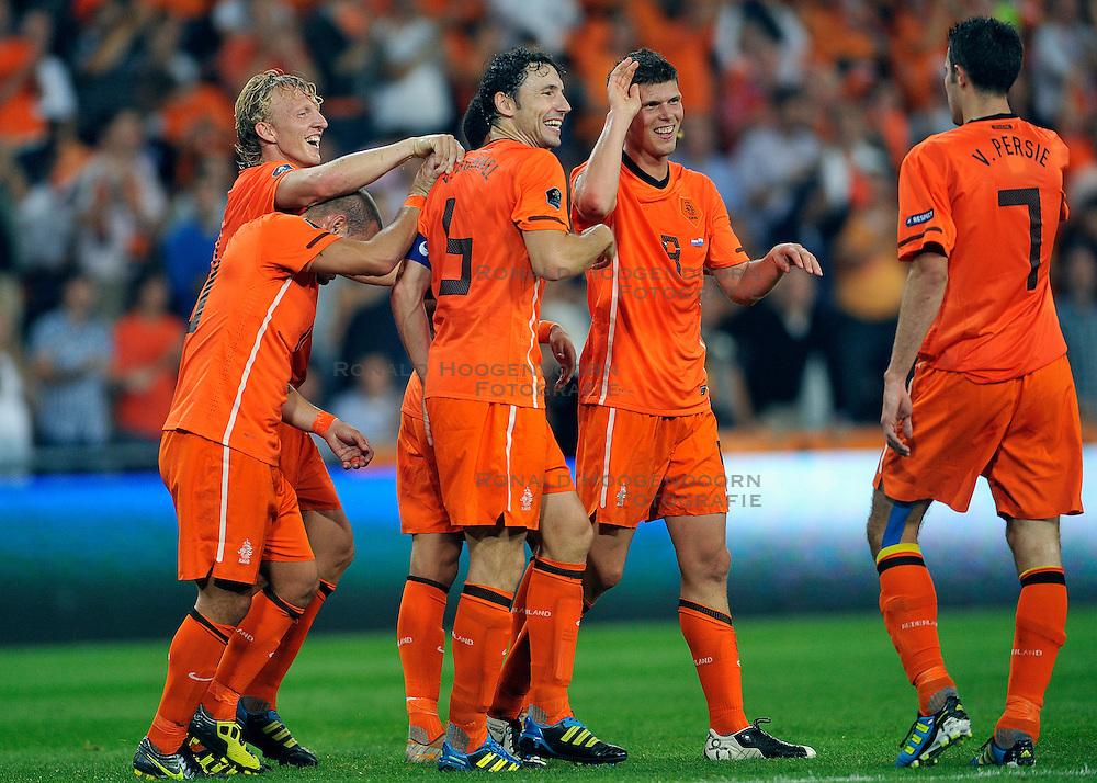 02-09-2011 VOETBAL: NEDERLAND - SAN MARINO: EINDHOVEN<br /> Nederland wint met 11-0 van San Marino / Klaas-Jan Huntelaar scores the 5-0 and celebrate this with Dirk Kuyt, Mark van Bommel, Wesley Sneijder<br /> &copy;2011-FotoHoogendoorn.nl