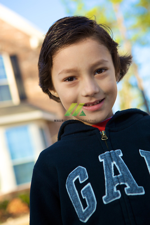 Matias tiene 6 anos, hoy es el dia que se tomara la foto de la escuela, muy bien portado y comprensivo.