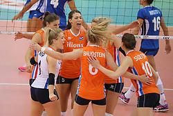 28-09-2017 AZE: CEV European Championship Italie - Nederland, Baku<br /> Nederland wint met 3-0 van Italie en staat in de halve finale / Robin de Kruijf #5 of Netherlands, Lonneke Sloetjes #10 of Netherlands